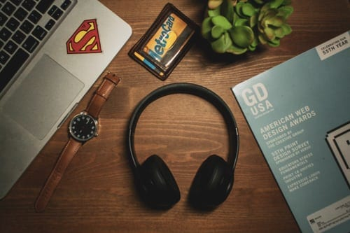 Some Pros And Cons Of Bluetooth Headphone